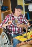 Εργάτης οικοδομών στην αναπηρική καρέκλα Στοκ Φωτογραφία