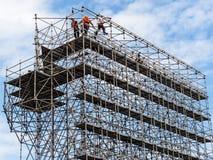 Εργάτης οικοδομών για ένα ικρίωμα Στοκ Φωτογραφία