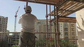 Εργάτης οικοδομών για ένα ικρίωμα φιλμ μικρού μήκους