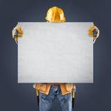 Εργάτης οικοδομών με τις αφίσες πληροφοριών Στοκ εικόνα με δικαίωμα ελεύθερης χρήσης
