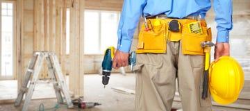 Εργάτης οικοδομών με το κράνος και το τρυπάνι Στοκ φωτογραφία με δικαίωμα ελεύθερης χρήσης