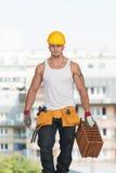 Εργάτης οικοδομών στην εργασία με το τούβλο Στοκ εικόνα με δικαίωμα ελεύθερης χρήσης