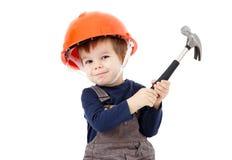 Εργάτης οικοδομών στο πορτοκαλί κράνος με το σφυρί στο λευκό Στοκ Εικόνα