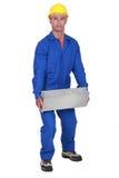Εργάτης που ανυψώνει έναν φραγμό Στοκ Φωτογραφία