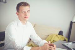 εργαζόμενες νεολαίες &gam business man young Στοκ Εικόνα