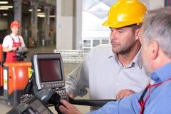 εργαζόμενοι αποθηκών εμπορευμάτων Στοκ Εικόνα