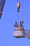 Εργαζόμενοι γερανών Στοκ εικόνες με δικαίωμα ελεύθερης χρήσης