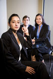 Εργαζόμενοι γραφείων σε μια συνεδρίαση Στοκ φωτογραφία με δικαίωμα ελεύθερης χρήσης