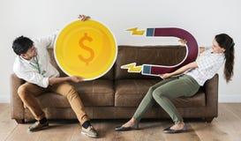 Εργαζόμενοι που κρατούν τα εικονίδια δύναμης νομίσματος και μαγνητών Στοκ Εικόνα