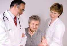 εργαζόμενοι στον ιατρικό κλάδο προσοχής στοκ εικόνες