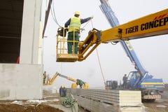 Εργαζόμενοι στο εργοτάξιο οικοδομής Στοκ Εικόνα