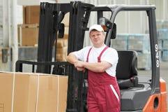Εργαζόμενος αποθηκών εμπορευμάτων στο μέτωπο Στοκ φωτογραφίες με δικαίωμα ελεύθερης χρήσης
