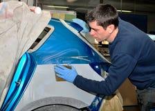 εργαζόμενος αυτοκινήτων σωμάτων Στοκ Εικόνες