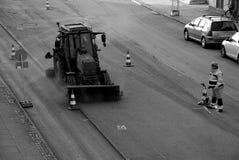 Εργαζόμενος δεικτών οδικών σημαδιών Στοκ φωτογραφίες με δικαίωμα ελεύθερης χρήσης