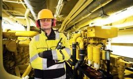 Εργαζόμενος δωματίων μηχανών Στοκ εικόνα με δικαίωμα ελεύθερης χρήσης