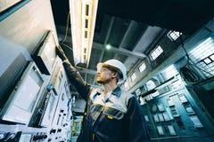 Εργαζόμενος εγκαταστάσεων παραγωγής ενέργειας Στοκ φωτογραφία με δικαίωμα ελεύθερης χρήσης