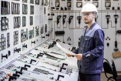 Εργαζόμενος εγκαταστάσεων παραγωγής ενέργειας Στοκ Φωτογραφία