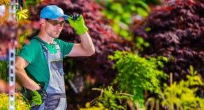 Εργαζόμενος κήπων θερμοκηπίων Στοκ εικόνα με δικαίωμα ελεύθερης χρήσης