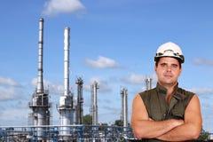 Εργαζόμενος και εργοστάσιο πετροχημικών Στοκ Φωτογραφία
