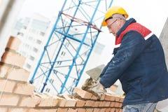 εργαζόμενος κτιστών κατασκευής πλινθοκτιστών στοκ φωτογραφία με δικαίωμα ελεύθερης χρήσης