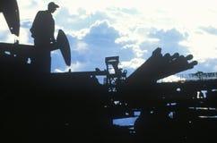 Εργαζόμενος πετρελαίου σε Torrance στη κομητεία Delamo, ασβέστιο στοκ φωτογραφία με δικαίωμα ελεύθερης χρήσης