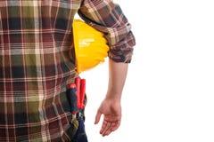 Εργαζόμενος που κρατά ένα σκληρό καπέλο Στοκ φωτογραφία με δικαίωμα ελεύθερης χρήσης