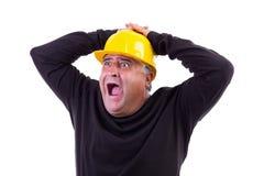 Εργαζόμενος που κραυγάζει με τα χέρια στο κεφάλι του Στοκ Φωτογραφία