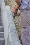 Εργαζόμενος που τρυπά 2 με τρυπάνι Στοκ Φωτογραφία