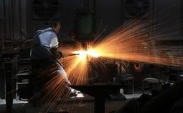 Εργαζόμενος σιδηρουργός Στοκ εικόνες με δικαίωμα ελεύθερης χρήσης
