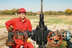 Εργαζόμενος στην πετρελαιοπηγή Στοκ φωτογραφία με δικαίωμα ελεύθερης χρήσης