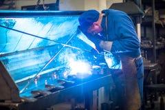 Εργαζόμενος στη βιομηχανία μετάλλων στοκ εικόνα με δικαίωμα ελεύθερης χρήσης