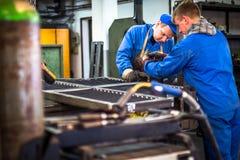 Εργαζόμενος στη βιομηχανία μετάλλων στοκ φωτογραφία με δικαίωμα ελεύθερης χρήσης