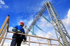 Εργαζόμενος στις εγκαταστάσεις παραγωγής ενέργειας Στοκ φωτογραφία με δικαίωμα ελεύθερης χρήσης