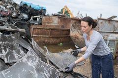 Εργαζόμενος στο αυτοκίνητο απορρίματος Στοκ φωτογραφίες με δικαίωμα ελεύθερης χρήσης