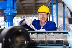 Εργαζόμενος στο εργοστάσιο Στοκ εικόνα με δικαίωμα ελεύθερης χρήσης
