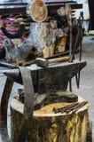 Εργαλεία αμονιών σιδήρου και σιδηρουργών ` s Στοκ Εικόνες