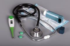 Εργαλεία για τη διάγνωση και τη θεραπεία των πνευμονικών ασθενειών, σε γκρίζο Στοκ φωτογραφίες με δικαίωμα ελεύθερης χρήσης
