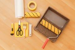 Εργαλεία για τις ταπετσαρίες ανακαίνιση Στοκ φωτογραφία με δικαίωμα ελεύθερης χρήσης