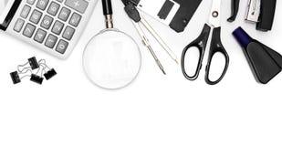 Εργαλεία γραφείων στην άσπρη ανασκόπηση. Στοκ Εικόνες