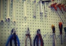 Εργαλεία επισκευής ενός μηχανικού εργαστηρίου με την εκλεκτής ποιότητας επίδραση ύφους Στοκ Φωτογραφία