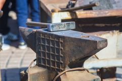 εργαλεία και κοu'φώματα σιδηρουργών για σφυρηλατημένο το χέρι μέταλλο Στοκ Φωτογραφία