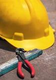 Εργαλεία κατασκευής στον ξύλινο πίνακα Στοκ εικόνες με δικαίωμα ελεύθερης χρήσης
