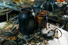 Εργαλεία κουζινών από το σπίτι πυρκαγιάς, μμένα έπιπλα Στοκ εικόνα με δικαίωμα ελεύθερης χρήσης
