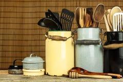 Εργαλεία κουζινών στον πίνακα Εργαλεία για τους αρχιμάγειρες παλαιό κουτάλι ξύλινο Στοκ εικόνες με δικαίωμα ελεύθερης χρήσης