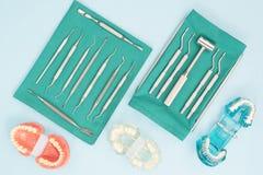 Εργαλεία οδοντιάτρων και orthodontic Στοκ εικόνες με δικαίωμα ελεύθερης χρήσης