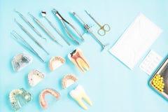Εργαλεία οδοντιάτρων και prosthodontic Στοκ Φωτογραφία