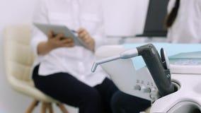 Εργαλεία οδοντιάτρων - κλείστε επάνω φιλμ μικρού μήκους