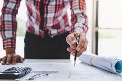 Εργαλεία στοιχείων εργασιακών χώρων για την εργασία προγράμματος, αρχιτεκτόνων ή μηχανικών Στοκ φωτογραφία με δικαίωμα ελεύθερης χρήσης