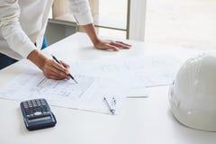 Εργαλεία στοιχείων εργασιακών χώρων για την εργασία προγράμματος, αρχιτεκτόνων ή μηχανικών Στοκ Εικόνες
