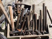 Εργαλεία σφυρηλατημένων κομματιών, εξοπλισμός σιδηρουργών Στοκ φωτογραφία με δικαίωμα ελεύθερης χρήσης